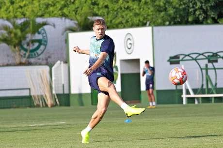 Marlone é um dos jogadores emprestados pelo Corinthians (Foto: Goiás)