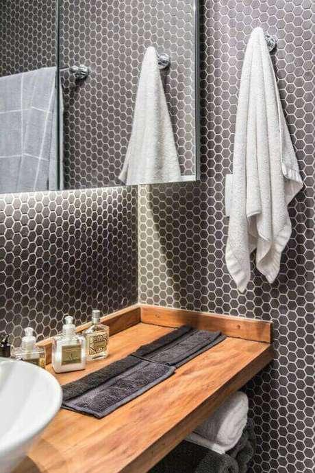 42. O balcão para banheiro é simples, mas muito chamativo. Projeto de Pietro Terlizzi