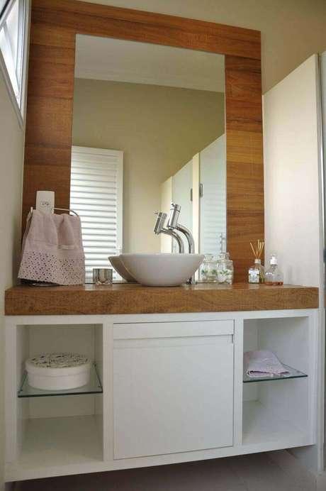 3. O balcão para banheiro é interessante em muitos sentidos. Projeto de Débora Maria Polastride