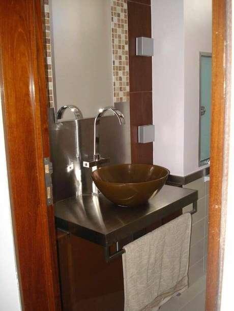 28. O balcão para banheiro deve ser instalado em um lugar estratégico. Projeto de Larissa Vinagre