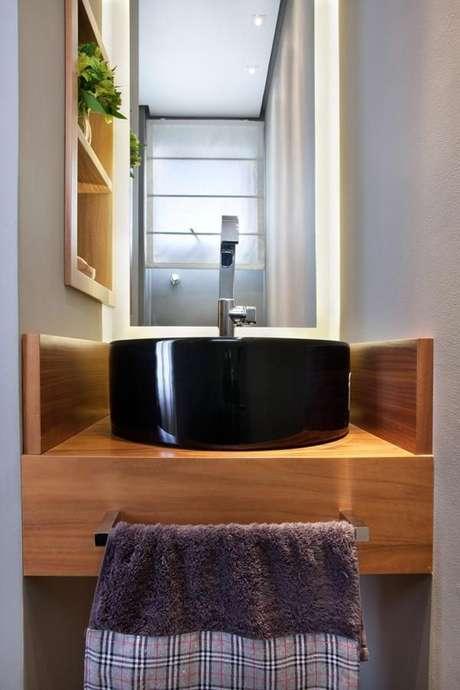 4. O balcão para banheiro pequeno pode ser planejado. Projeto de Liliana Zenaro