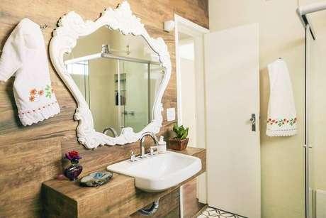22. Este balcão para banheiro está associado ao painel da parede. Projeto de Casa Aberta