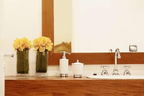 2. O balcão para banheiro faz toda a diferença. Projeto de Sesso & Dalanezi Arquitetura+Design
