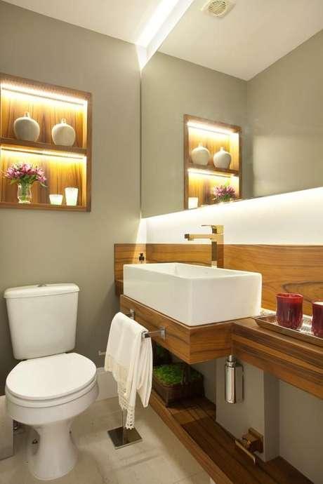 32. O balcão para banheiro é interessante se tiver uma cuba de tamanho proporcional. Projeto de Liliana Zenaro