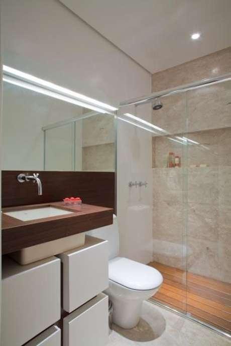 36. O balcão para banheiro deve estar harmonizado com o restante do ambiente. Projeto de Studio Scatena Arquitetura