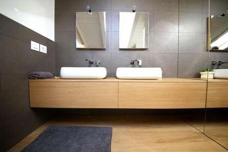 13. O balcão para banheiro pode ser dupla. Projeto de Gabriele Barotto