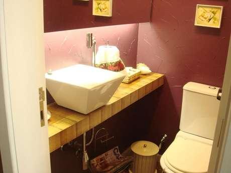 31. O formato da cuba faz toda a diferença no balcão para banheiro. Projeto de Leandra Saldanha