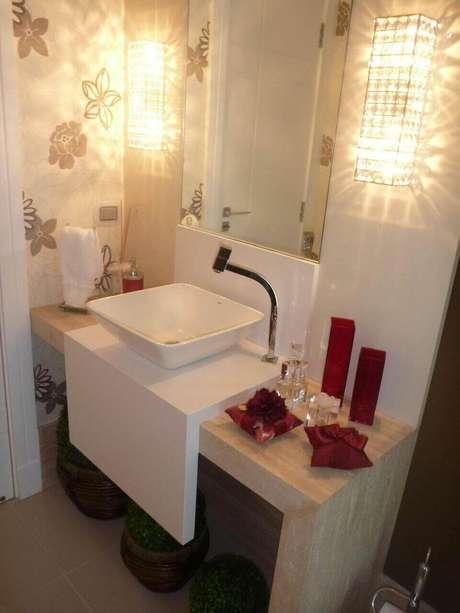 41. O design do balcão para banheiro é sempre muito moderno. Projeto de Juliana Marodin