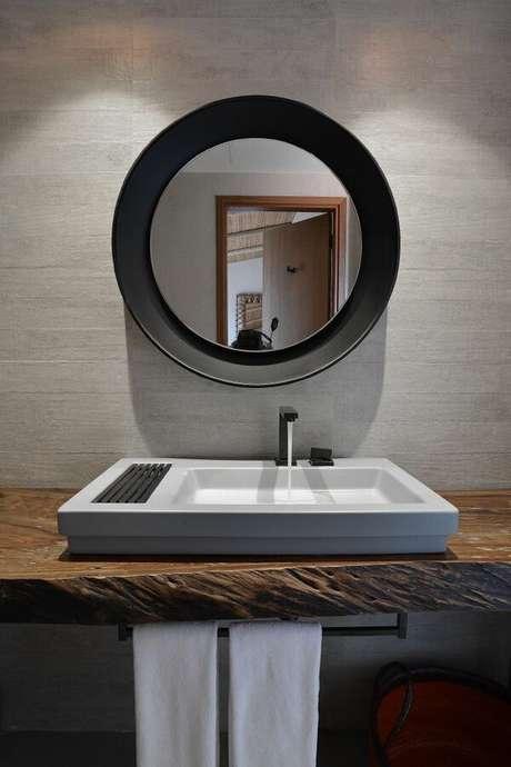 17. Você pode optar por um balcão para banheiro simples e investir em uma boa cuba. Projeto de Ângela Chinasso
