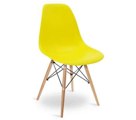 2. Modelo de cadeira Eiffel amarela. Fonte: Pinterest