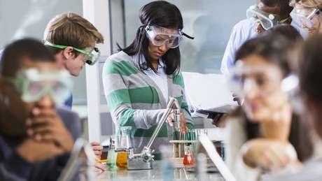 Redes terão de escolher prioridades de investimentos, por exemplo em infraestrutura escolar como laboratórios de ciências