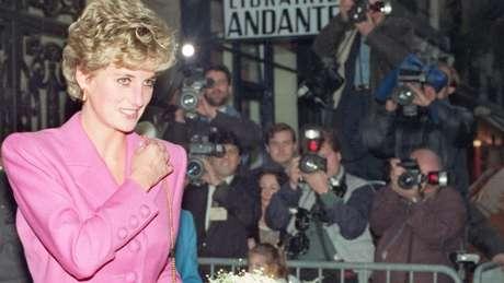 'Onde quer que ela fosse, havia enormes quantidades de jornalistas e fotógrafos cobrindo todos os seus movimentos', diz jornalista sobre Diana