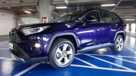 O Toyota RAV4 Hybrid usa um motor a gasolina e três motores elétricos.