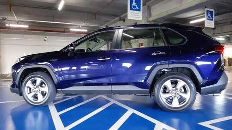 O vão livre é de apenas 180 mm, o que prejudica a usabilidade em se tratando de um SUV.