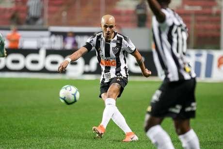 """Fábio Santos afirmou que """"não é um momento fácil"""" (Foto: Bruno Cantini/CAM)"""