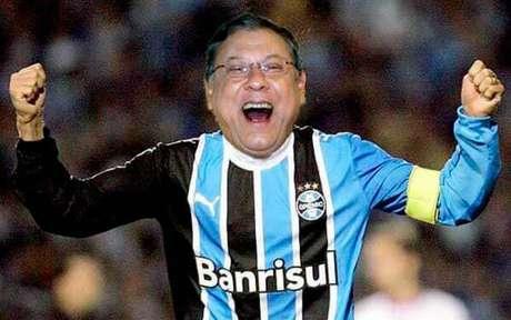 """Milton Neves brincou com uma postagem """"usando"""" a camisa do Tricolor (Foto: Reprodução/Twitter)"""