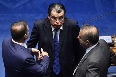 Ao centro, Eduardo Braga (MDB-AM) no plenário do Senado, em Brasília