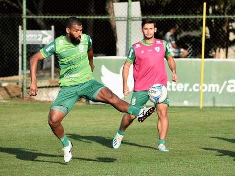 Equipes estão separadas apenas por três pontos. Coelho quer entrar no G4 (Foto: João Zebral/América-MG)