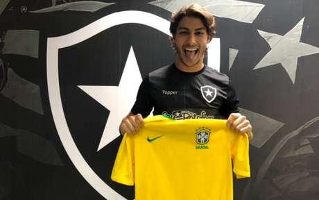 Marcinho comemorou sua primeira convocação na Seleção principal (Foto: Divulgação/Botafogo)