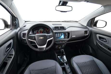 O painel de instrumentos é semelhante ao do Chevrolet Tracker.