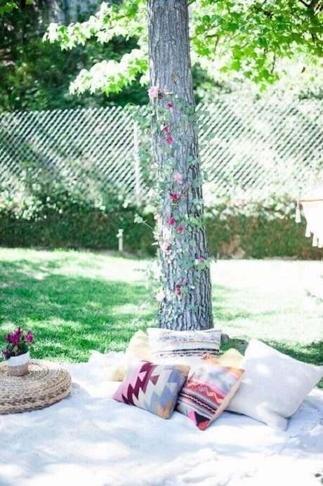 10. Leve almofadas para a sua festa picnic, isso garante mais conforto na hora e comer – Foto: Assetproject