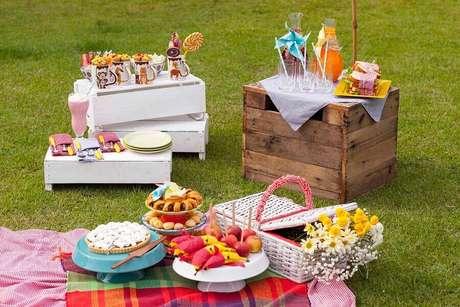 8. Invista em comidas leves para a sua festa piquenique – Foto: Puxe uma Cadeira