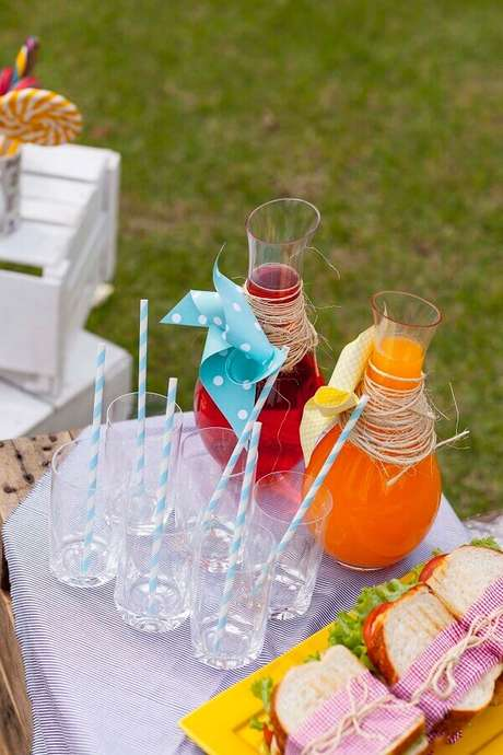 24. Leve bebidas refrescantes para a festa picnic – Foto: Puxe uma Cadeira