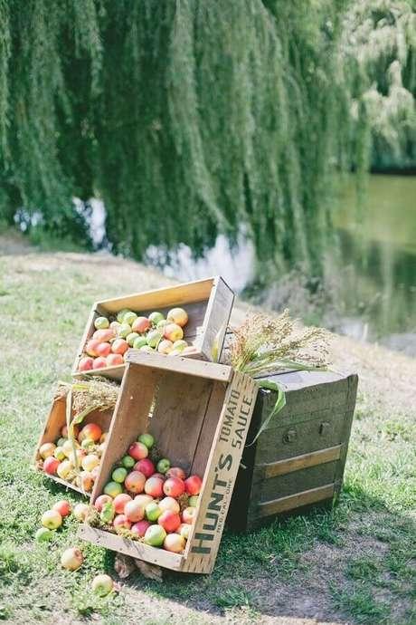 26. Caixotes de madeira com frutas para picnic – Foto: Pinosy