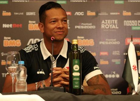 Fredy Guarín foi apresentado nesta quinta-feira (Foto: Dikran Júnior)