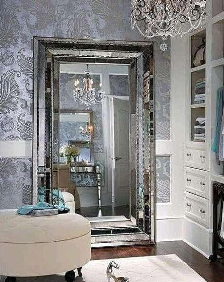 62. Espelho grande para closet de luxo – Por: Revista VD
