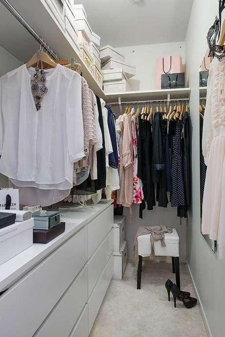 65. Closet feminino pequeno – Por: Asset Project