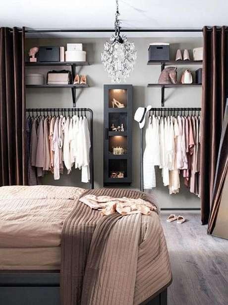 12. Você mesmo pode fazer um lindo closet feminino simples – Por: Casa Vogue