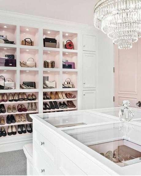 41. Separe um espaço para os seus acessórios no closet feminino – Por: Construindo minha casa clean