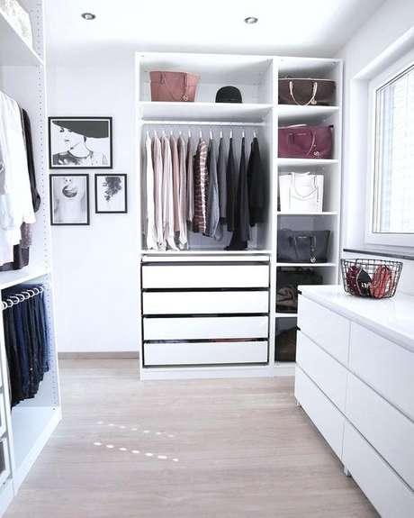 42. Closet feminino planejado e decorado – Por: Pinterest