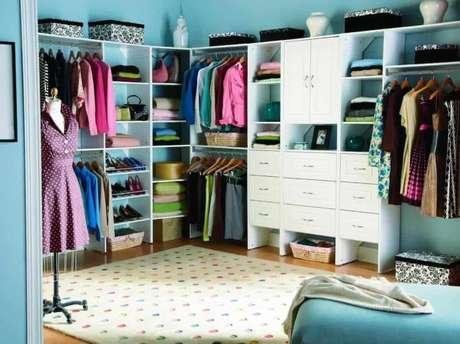 45. Closet feminino branco e personalizado – Por: Total Construção