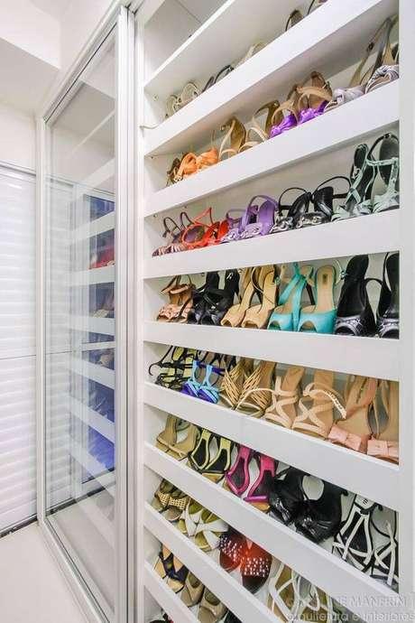 46. Closet feminino planejado para sapatos – Por: Pinterest