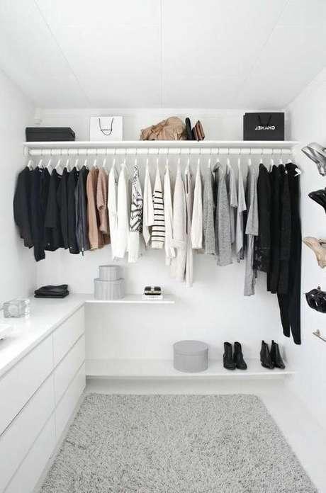 47. Organize as roupas do closet feminino por cores – Por: Pinterest