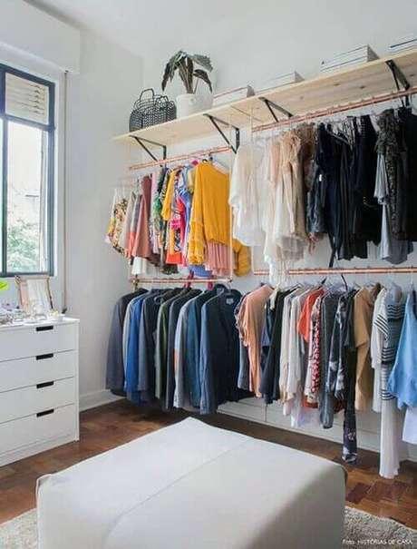 50. Closet feminino simples – Por: Pinterest