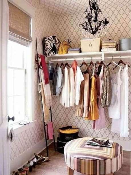 52. Closet feminino simples e pequeno – Por: Pinterest