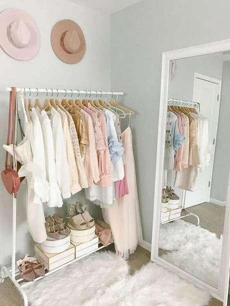 3. Closet feminino simples organizado e lindo – Por: Pinterest