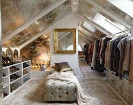 4. Closet feminino branco com decoração dourado – Por: Revista VD
