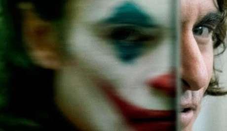 Sob a maquiagem do Coringa há um homem em profunda desordem mental
