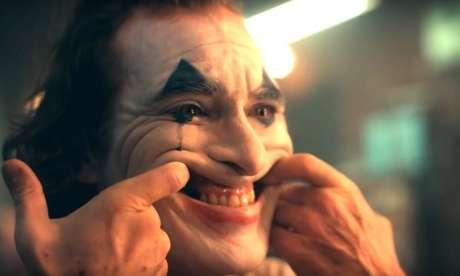A maior parte das pessoas exibe um sorriso falso para disfarçar as dores emocionais