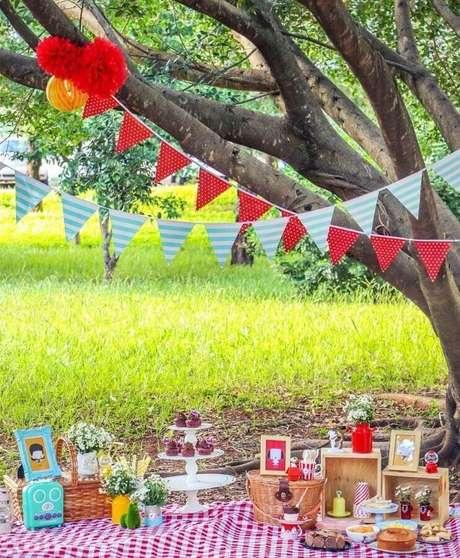 7. Invista nos detalhes coloridos para a decoração de piquenique – Foto: Assetproject