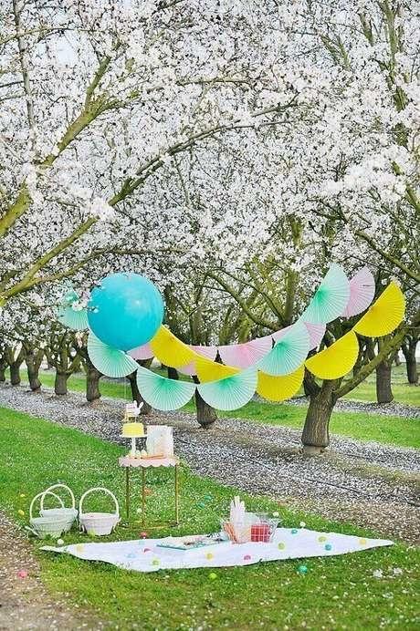 61. Decoração simples para piquenique romântico – Foto: Happy Wish Company