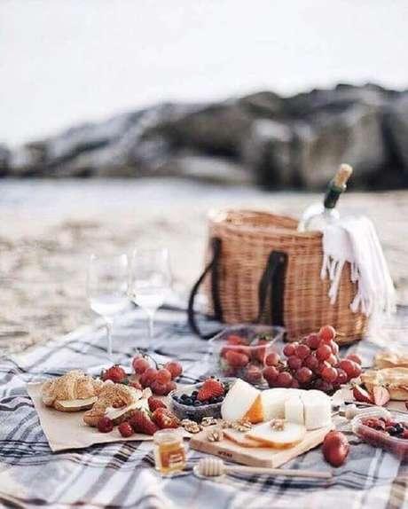 4. Invista em uma paisagem bonita para o seu piquenique romântico – Foto: Pinosy
