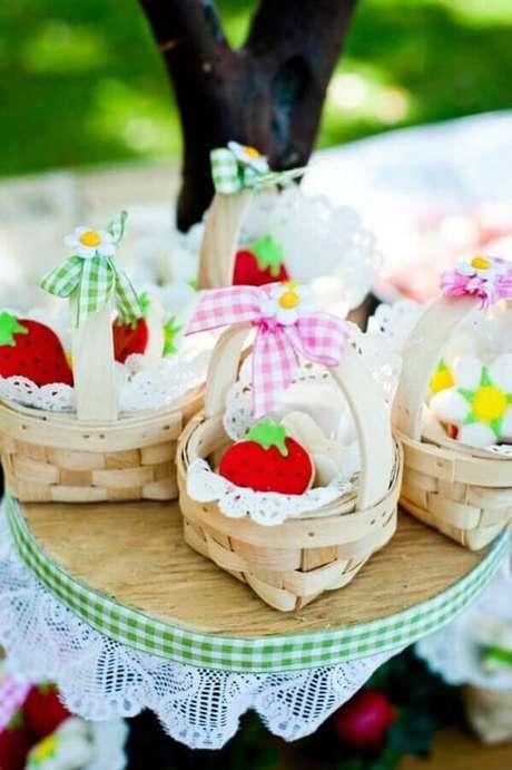 82. Pequenas cestinhas para lembrancinhas de picnic – Foto: Pinosy