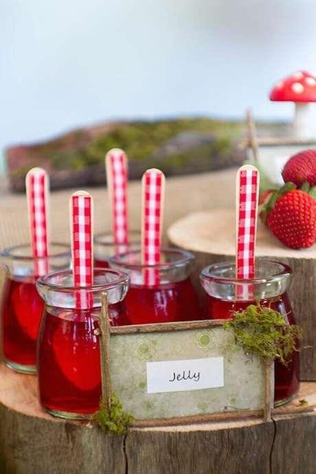 85. Potinhos de gelatina para festa piquenique – Foto: Kara's Party Ideas