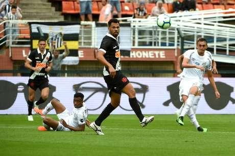 O Santos venceu o Vasco por 3 a 0 no primeiro turno (Foto: Sergio Barzaghi/Gazeta Press)