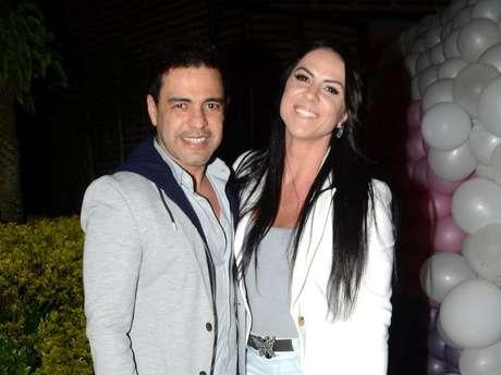 Zezé Di Camargo surpreendeu a noiva, Graciele Lacerda, com voo de helicóptero e comemoração íntima em chalé: 'À luz de vela ainda. O 'mô' preparou'
